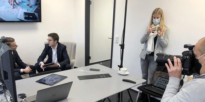 Making-of-Bild Kampagnen-Aufnahmen Swiss Life tecis on location in Hannover mit Fotograf mit Daniel Möller