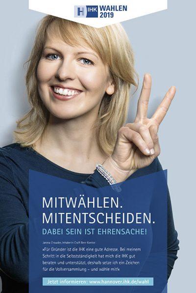Anzeige mit Janina Crowder für die Testimonialkampagne zur Wahl 2019 Vollversammlung IHK Hannover von Fotograf Daniel Möller Hannover
