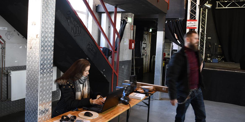 Making-of-Bild Bandaufnahmen Mikrofon-Werbung für Sennheiser mit Fotograf Daniel Möller aus Hannover