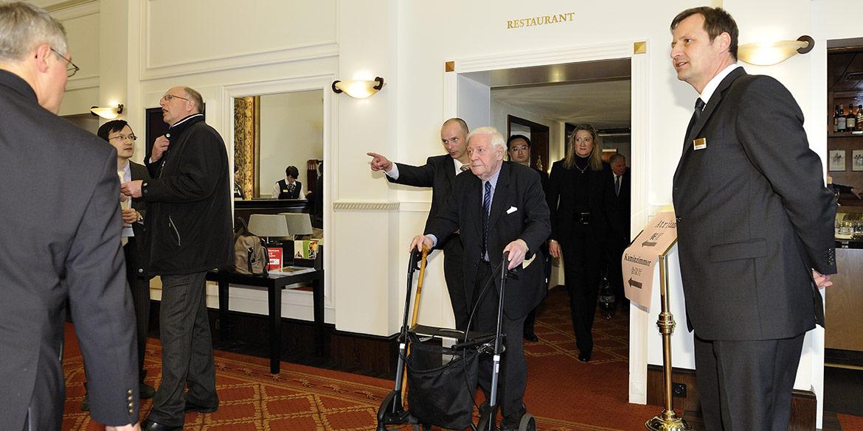Making-of-Bild Reportageaufnahme Helmut Schmidt beim Besuch von Wen Jiabao Kastens Hotel Luisenhof Hannover
