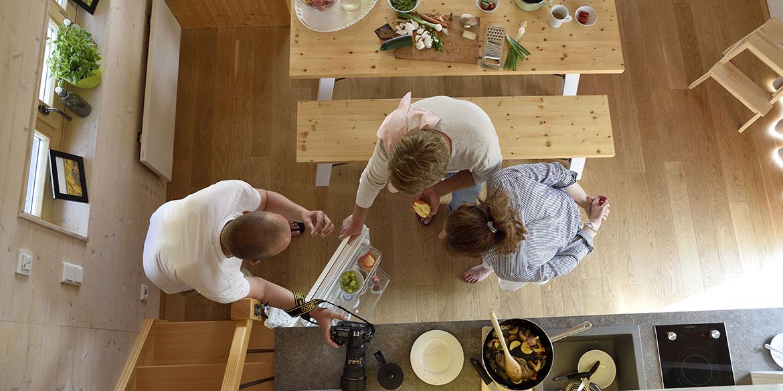Making-of-Bild Werbeaufnahmen Hainichhöfe Premiumchalets mit Fotograf Daniel Möller aus Hannover