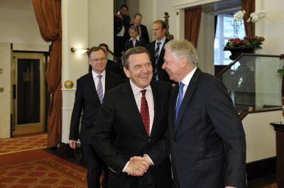 Reportageaufnahme Gerhard Schröder und Stephan Weil beim Besuch Wen Jiabao in Kastens Hotel Luisenhof Hannover