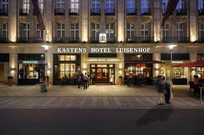 Außenaufnahme bei Nacht Kastens Hotel Luisenhof von Fotograf Daniel Möller Hannover